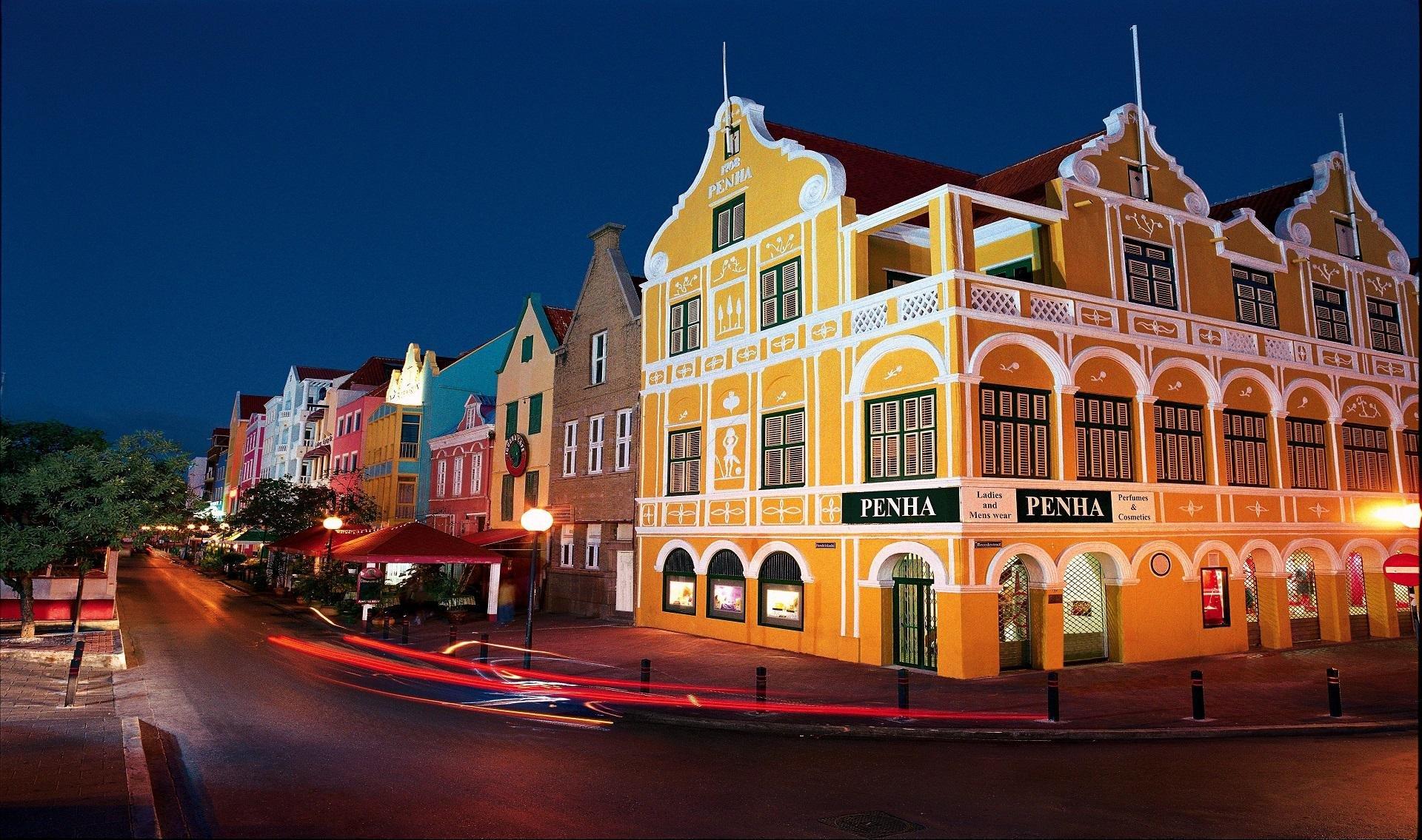 De handelskade op Curacao, heerlijk genieten tijdens je duikvakantie