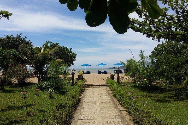 Puri Sari pad naar strand
