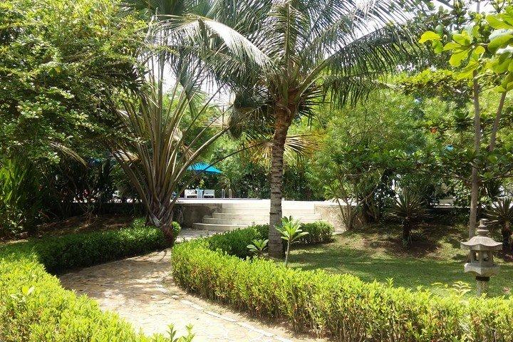 Puri Sari Hotel uitzicht naar zwembad