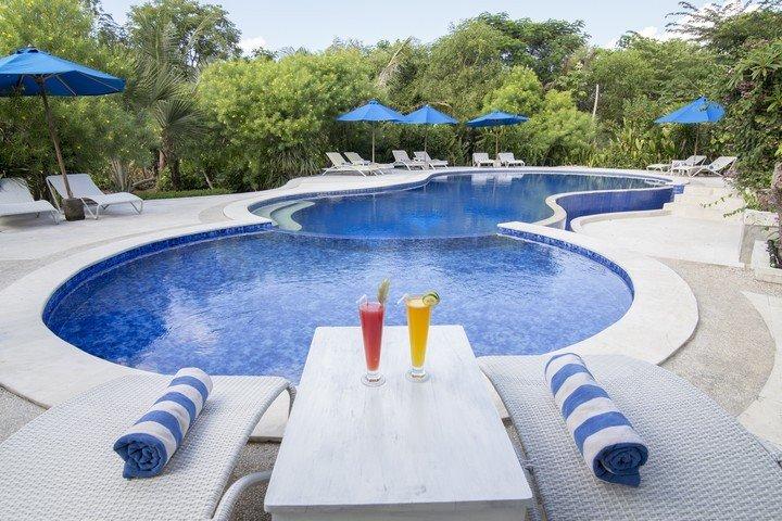 Puri Sari Hotel zwembad
