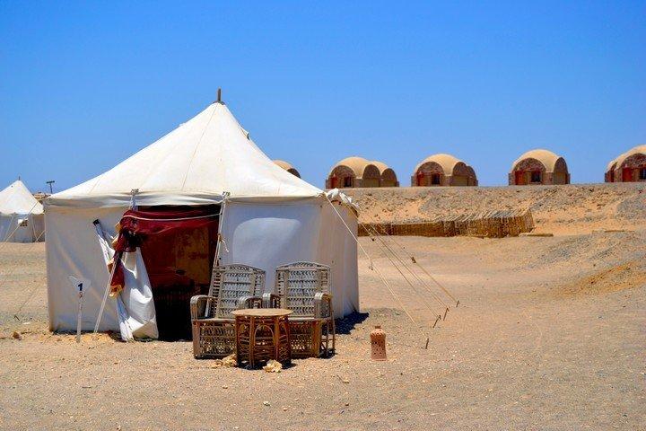 Marsa Nakari - Buitenkant Tent