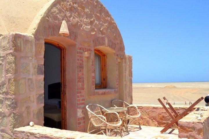 Marsa Nakari - Buitenkant Hut
