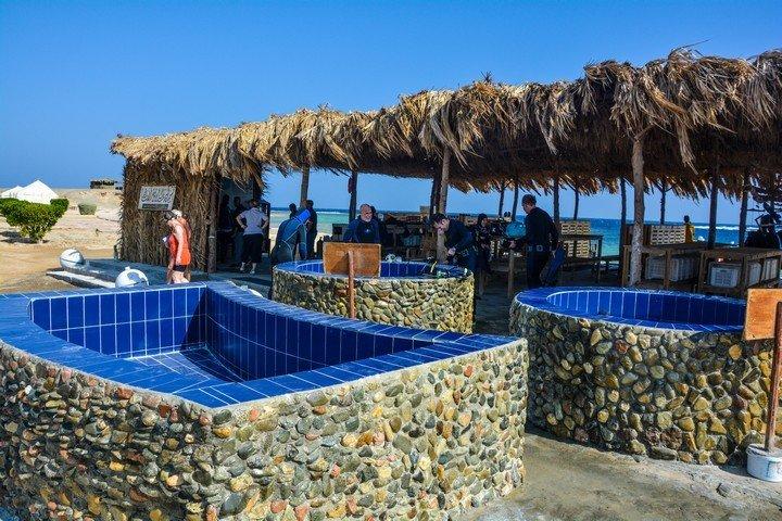 Marsa Nakari - Spoelruimte bij de duikschool