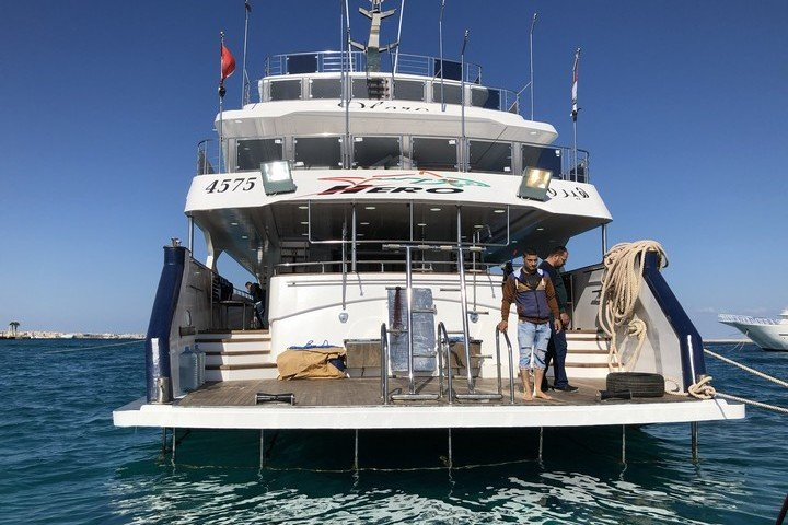 Hero Liveaboard - Dive and Travel