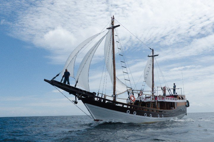 Akomo Isseki Live Aboard - Dive and Travel