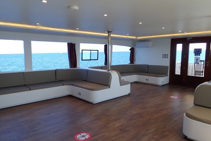 Lounge Big Blue Liveaboard Rode zee