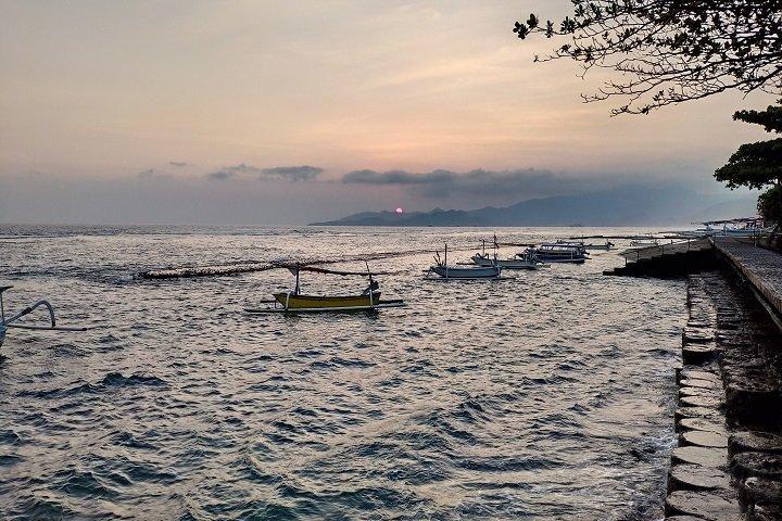 Puri Bagus Candidasa uitzicht op zee tijdens zonsondergang