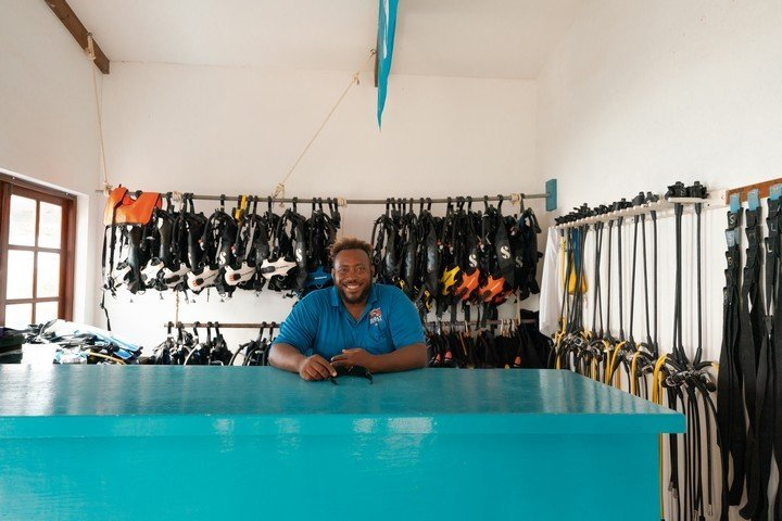 Captain Dons Habitat - diveshop