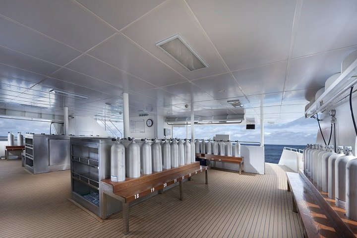 White Manta liveaboard - dive deck