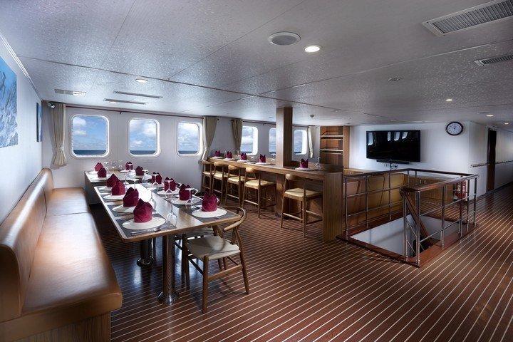 White Manta liveaboard - indoor dining