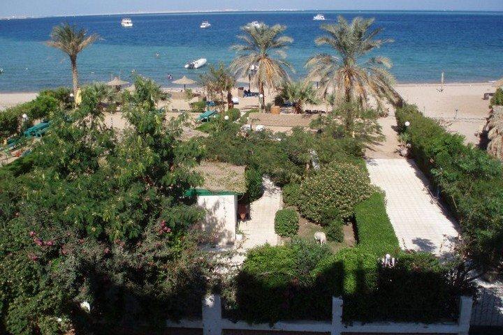 Nemo Hotel - voorzijde hotel uitzicht vanaf balkon op zee