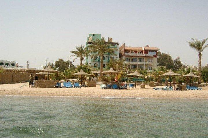 Nemo Hotel - strand voor het hotel