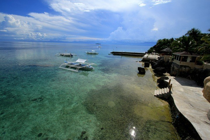 Magic Island Dive resort Filipijnen huisrif en duikcentrum