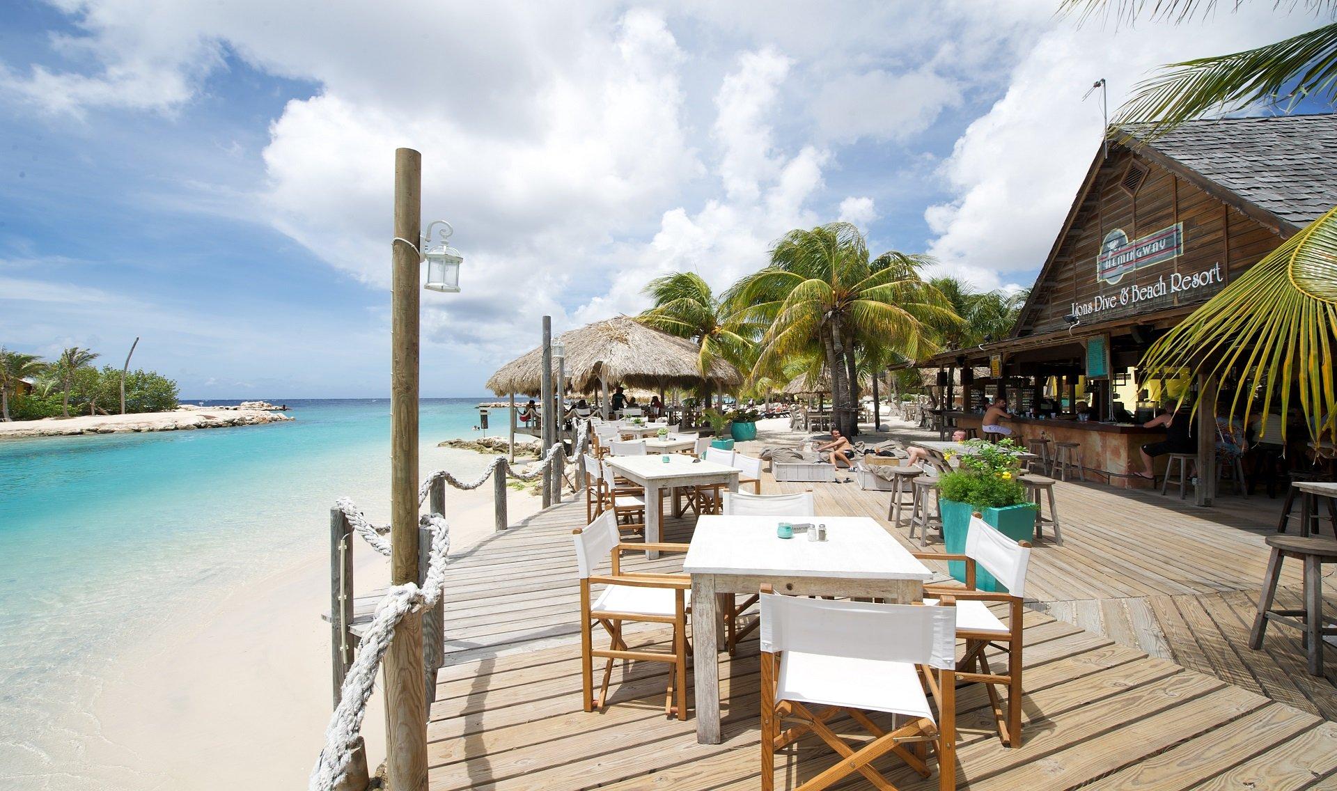 Duikvakantie lions dive beach resort dive and travel - Sanom beach dive resort ...