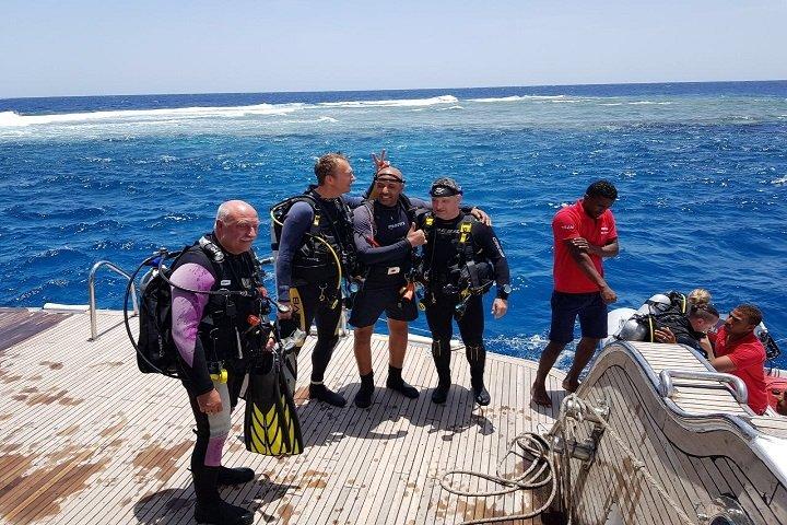 Longimanus - Dive and Travel