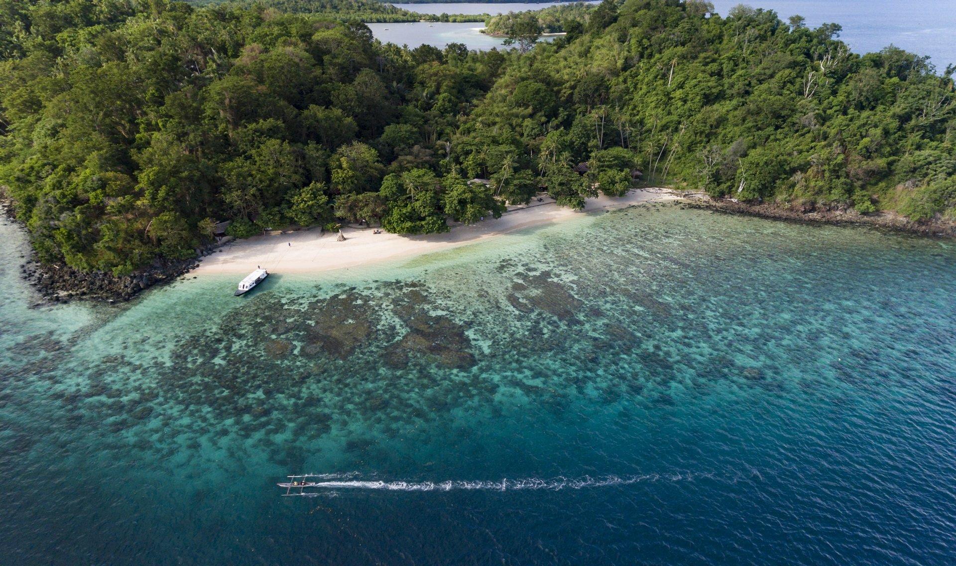 Luchtfoto Bangka Island resort Manado